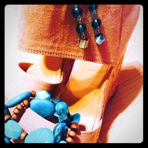 Turquoise colored earring and bracelet set